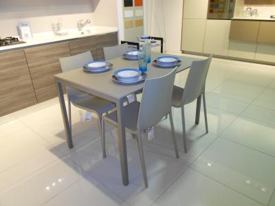 Tavolo e sedie bontempi bontempi tavoli e sedie for Sedie costo