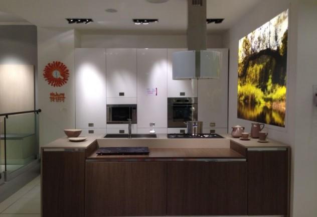cucina lg 122 bianco lucido prezzo listino 1800000 euro prezzo outlet 760000 euro