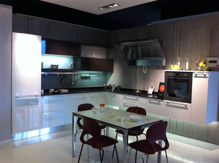 Cucina Carrera Lucida Sospesa Veneta Cucine - Cucine